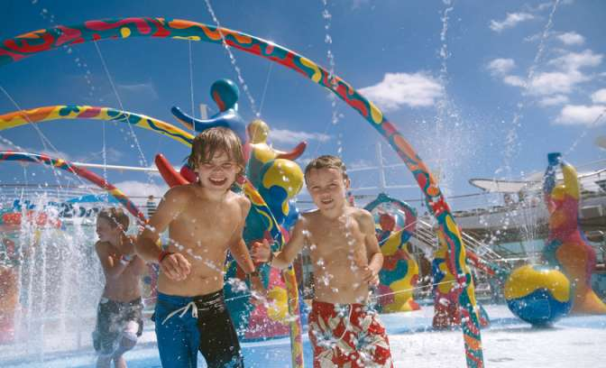 Kinderen in de H2O zone op de ovation of the seas