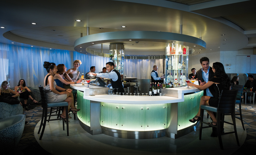 Een Martini bar aan boord van cruiseschip Celebrity Constellation