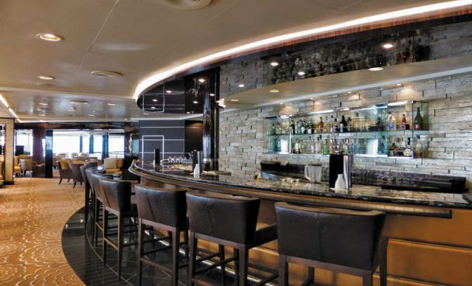 Seven Seas Voyager Horizon lounge bar